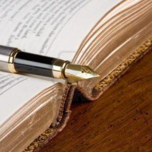 5218488-libro-di-poesie-vecchia-e-una-penna-stilografica